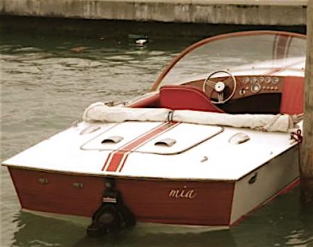 travel-venice-boat-e1294766586319